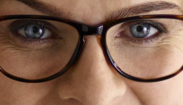 hur ska glasögonen sitta över näsan